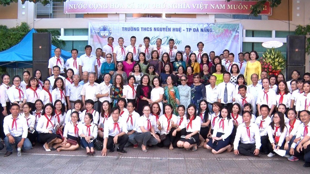 Quay phim họp lớp tại trường THCS Nguyễn Huệ